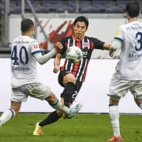 Frankfurt's Makoto Hasebe competes during a Bundesliga match against Schalke on June 18 in Frankfurt, Germany. | KYODO