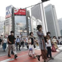 Shinjuku Ward, home to one of the largest nightlife districts in Japan, plans to provide ¥100,000 to each resident infected with the new coronavirus.  | KYODO
