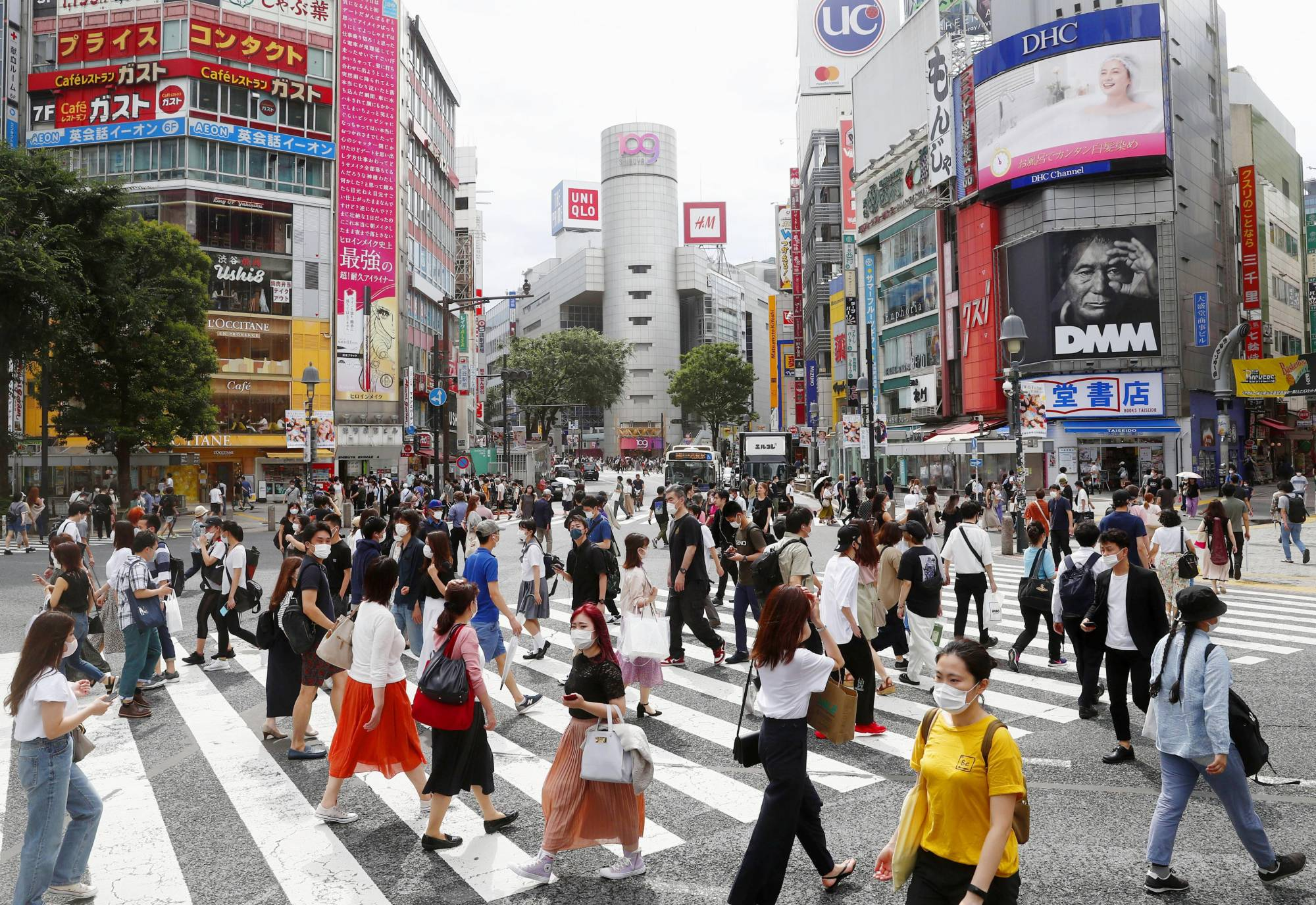 Tokyo reported 206 new coronavirus infections on Sunday, topping the 200 mark for the fourth straight day for the first time ever, NHK reported. | KYODO