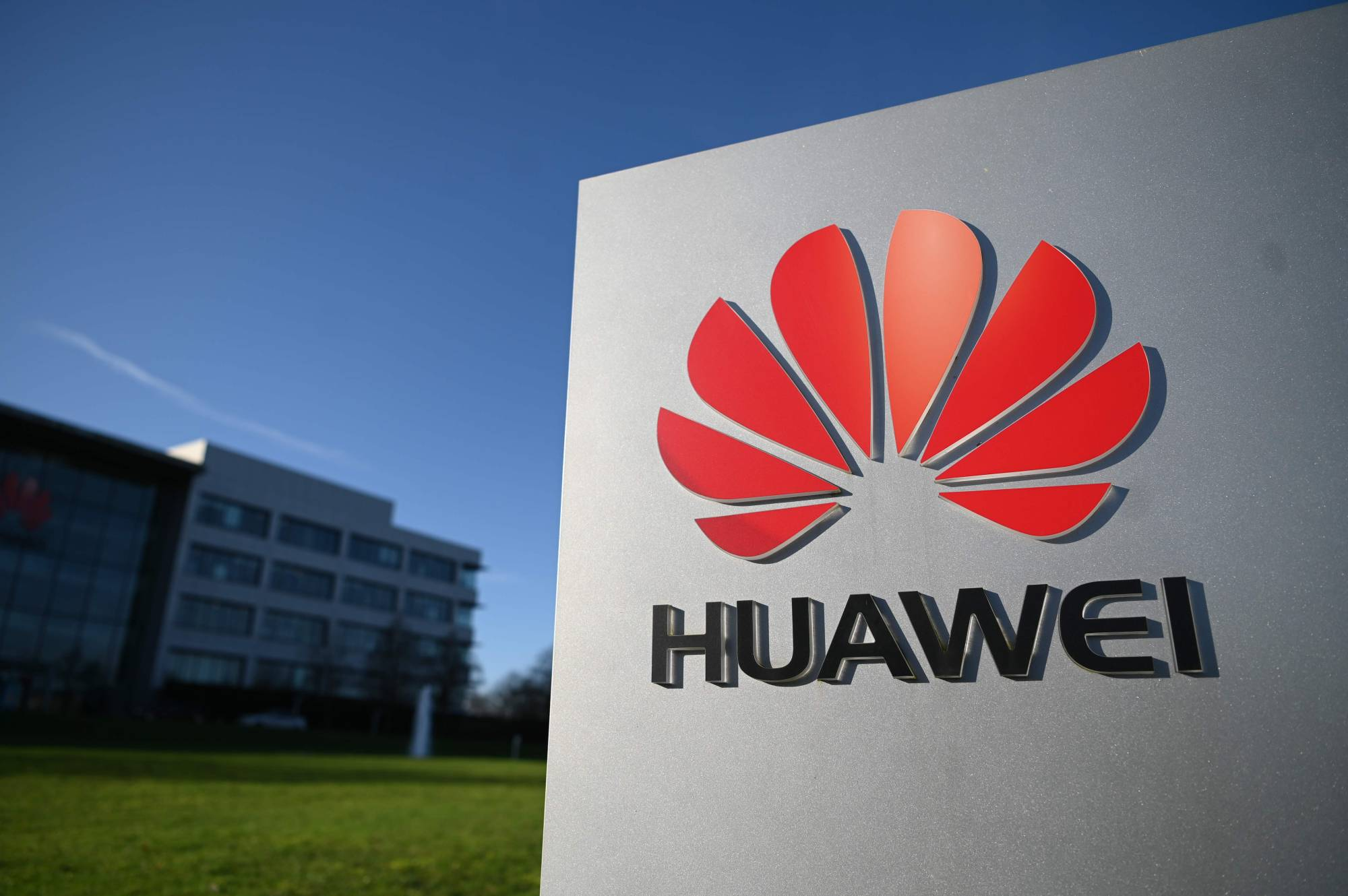 Under a ban that may be implemented by the U.K. that would prevent Huawei Technologies Co. from its next generation mobile networks, British phone companies will not be able to add any new Huawei components to their 5G networks by the end of the year.    AFP-JIJ