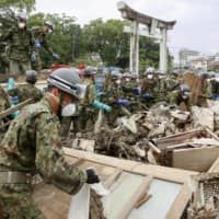 While it is often thought that the Self-Defense Forces or other first responders would come to the rescue in times of disaster, this would not be easy in densely packed metropolitan areas. | KYODO