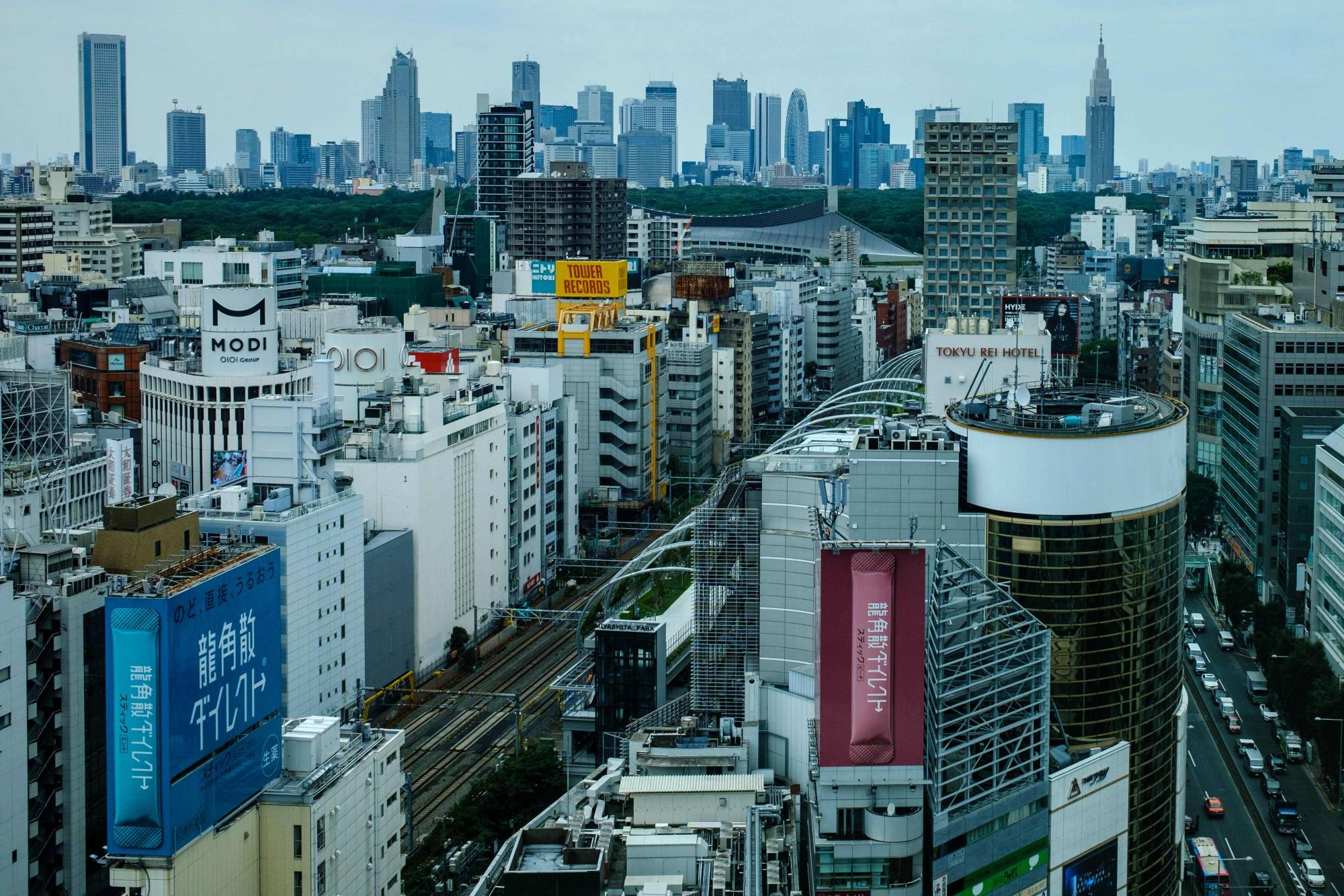 Excluding Tokyo from a government travel campaign has provoked questions about how feasible it is to check whether tourists are from the capital. | AFP-JIJI