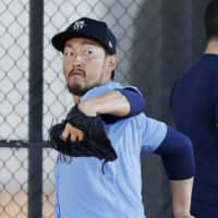 Mariners pitcher Yoshihisa Hirano has returned to training after successfully recovering from the coronavirus. | KYODO