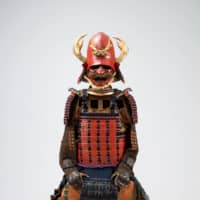 'Red-lacquered, blue-stringed suit of armor' produced in the Momoyama Period (1573 to 1615)   SUNTORY MUSEUM OF ART