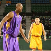 Jo Kurino, seen in this file photo while playing for the Apache in the bj-league, was born to a Japanese mother and an African American father and faced difficulties as a biracial child.   KAZ NAGATSUKA