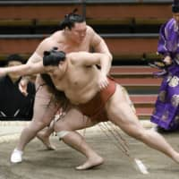 Abi criticized by sumo officials after violating coronavirus guidelines