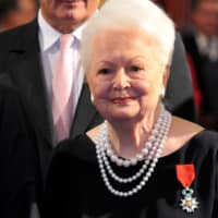 'Gone With The Wind' star Olivia de Havilland dies at 104