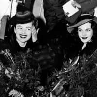 U.S. actress Olivia de Havilland (left) and British actress Vivien Leigh are pictured on Dec. 14, 1939, as they leave a plane upon arriving in Atlanta for the premiere of 'Gone with the Wind.'  | ACME / AFP