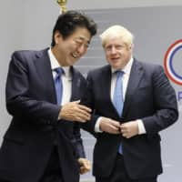 British Prime Minister Boris Johnson and Prime Minister Shinzo Abe meet ahead of their talks in Biarritz, southwestern France, in August 2019. | KYODO
