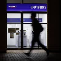 Bad loan costs among major banks in Japan are unlikely to appear in their earnings reports for the first quarter of this fiscal year. | BLOOMBERG