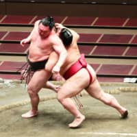 Hakuho loses sole possession of lead after being upset by Daieisho on Day 11 of July Basho
