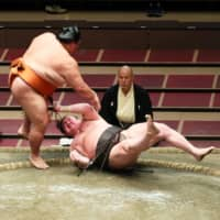 Mitakeumi stuns Hakuho to leave Asanoyama and Terunofuji tied for lead