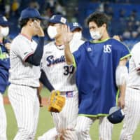 Swallows' Keiji Takahashi outduels Tigers' Shintaro Fujinami