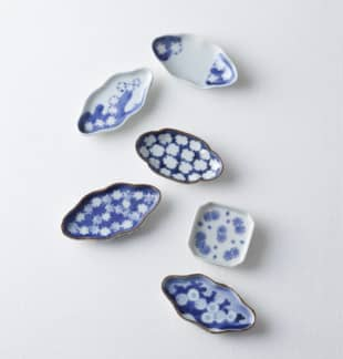 Cool plates: The stylized snowflakes called yukiwa are depicted with lines that curve around the edges of the snow crystal, resulting in a 'snow ring' motif. Although it goes without saying that items with this design are used in the winter, they also make appearances throughout the year as a reminder of the snowmelt that sustains nature's bounty in all four seasons. The mamezara shown on this page are all Imari ware from the Edo Period (1603-1868).