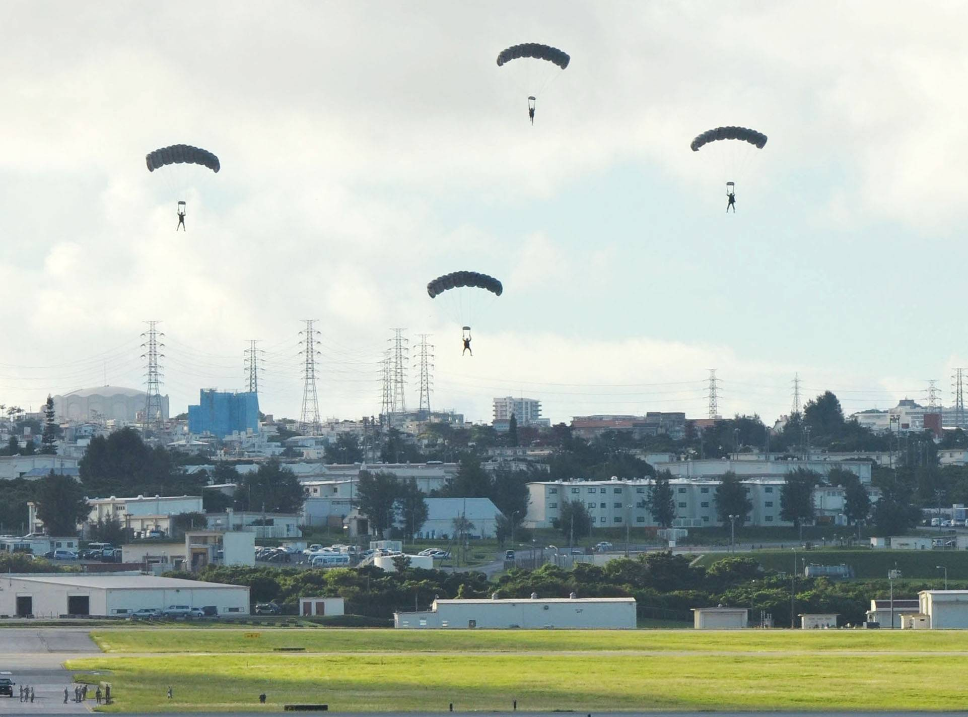 The U.S. military conducts a parachute drill on Sept. 21, 2017, at Kadena Air Base in Okinawa Prefecture, despite demands by both the central and local governments that the drill be canceled. | KYODO