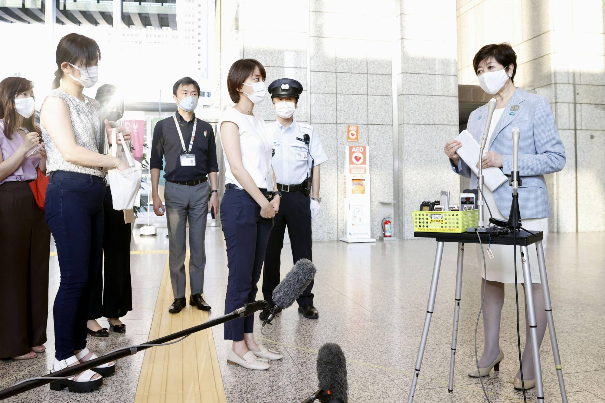 The Tokyo Metropolitan Government's new reporting system will allow all 31 test centers in the capital to send COVID-19 test results to the metropolitan government via computers and tablets, rather than by fax.  | KYODO