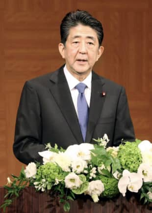Prime Minister Shinzo Abe holds a news conference in Hiroshima on Thursday. | POOL / VIA KYODO