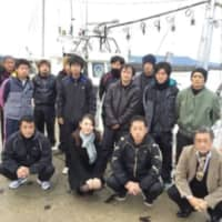Chika Tsubouchi (front, second from left), CEO of Ghibli and operator of the Hagi Oshima Sendanmaru fishing fleets in Yamaguchi Prefecture, poses with fleet workers. | GHIBLI