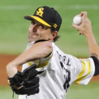 Hawks pitcher Dennis Sarfate has pitched in Japan since 2011. | KYODO