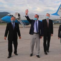 U.S. Health Secretary Alex Azar (second left) arrives at Sungshan Airport in Taipei on Sunday.   TAIWAN MINISTRY OF FOREIGN AFFAIRS / VIA AFP-JIJI