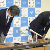 Naoki Kitamura (right), principal of Rissho Shonan High School in Matsue, Shimane Prefecture, apologizes during a news conference in the early hours of Tuesday. | KYODO