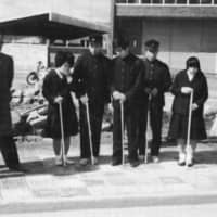Teachers and students test tactile paving at a road crossing in Okayama Prefecture in 1967. | COURTESY OF TRAFFIC SAFETY RESEARCH CENTER, INC.