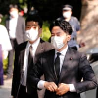 Shinjiro Koizumi and other Japan ministers visit war-linked Yasukuni