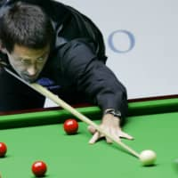 Ronnie O'Sullivan aims a shot during an invitation match in Hong Kong on July 12, 2007. O'Sullivan became the world snooker champion for the sixth time on Sunday with a win over fellow Englishman Kyren Wilson. | AP