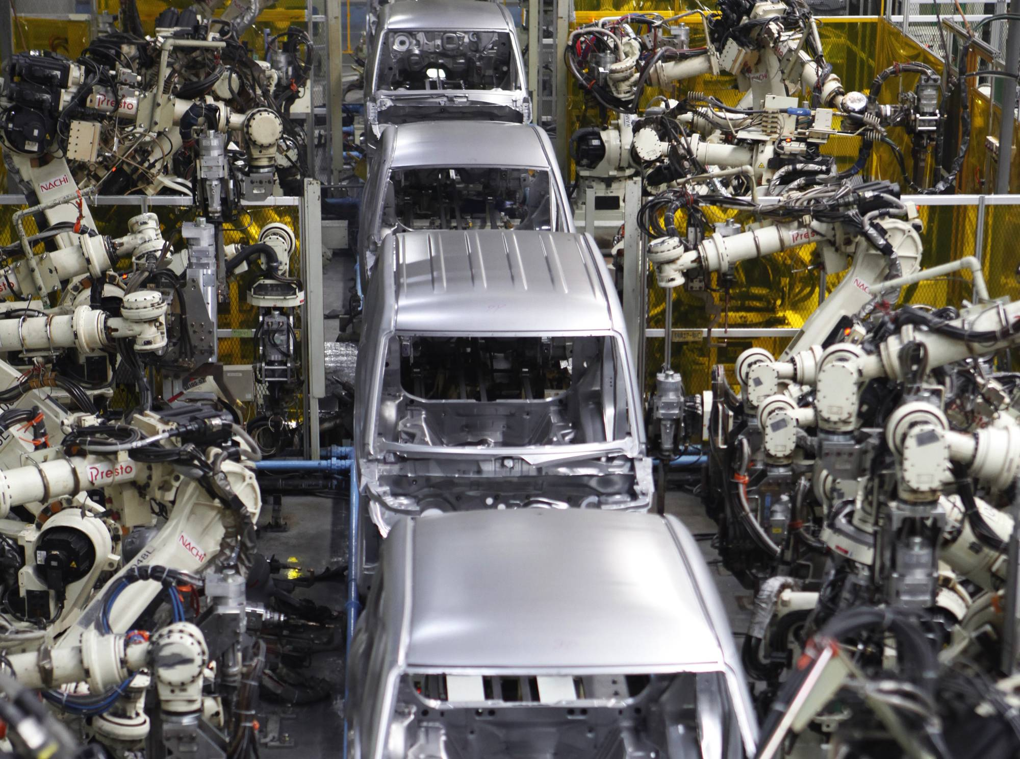 Robots assemble the main body of one of Daihatsu Motor's vehicles at the minivehicle maker's Kyushu Oita No.2 Plant in Nakatsu, Oita Prefecture, in April 2016.  | REUTERS