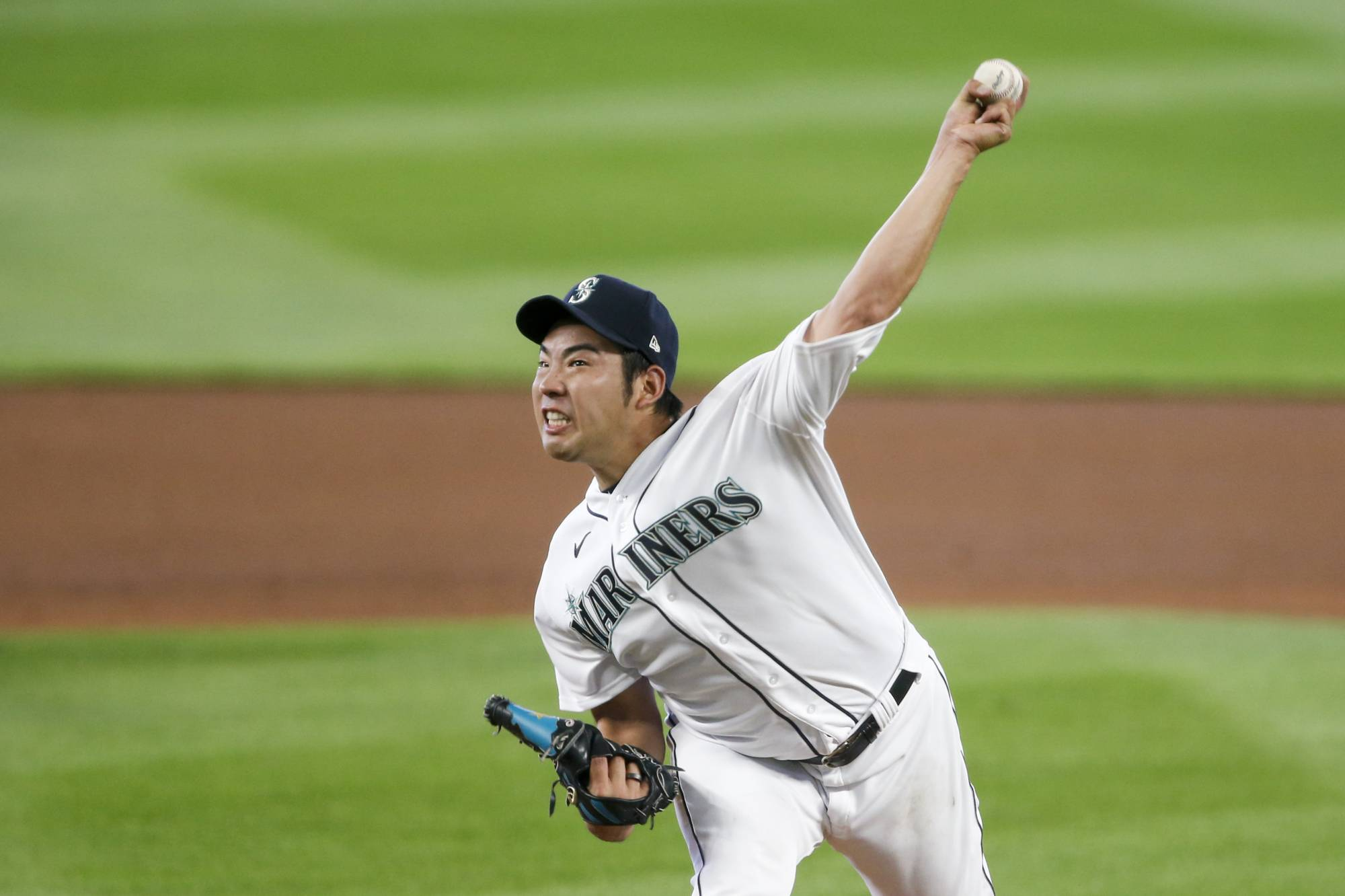 Seattle Mariners starter Yusei Kikuchi throws against the Los Angeles Dodgers during the fifth inning in Seattle on Thursday.  | USA TODAY / VIA REUTERS