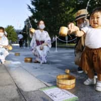 A little girl participates in a summer event in the Marunouchi area outside Tokyo Station amid soaring temperatures on Friday. | KYODO