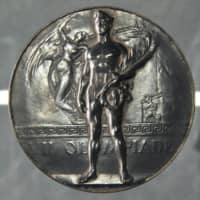 A silver medal from the 1920 Antwerp Olympics, long believed to have been that of tennis player Ichiya Kumagai, has been determined to have belonged to Kumagai's doubles partner Seiichiro Kashio. | KYODO
