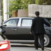 A vehicle believed to be carrying Prime Minister Shinzo Abe to Keio University Hospital leaves his private residence in Tokyo on Aug. 17. | KYODO