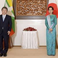 Foreign Minister Toshimitsu Motegi and Myanmar leader Aung San Suu Kyi pose for a photo during their meeting in Naypyidaw on Monday.   JAPANESE FOREIGN MINISTRY / VIA KYODO