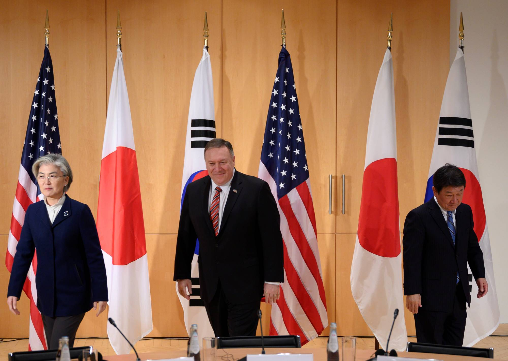 South Korean Foreign Minister Kang Kyung-wha (left), U.S. Secretary of State Mike Pompeo (center) and Japan's Foreign Minister Toshimitsu Motegi arrive for a trilateral meeting in Munich last February. | POOL / VIA REUTERS