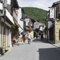 An area near the Kiyomizu Temple in Kyoto, usually a popular tourist spot, is deserted on July 30 even during the Go To Travel tourism promotion campaign period. | KYODO