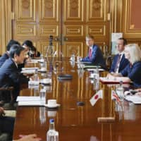 Foreign Minister Toshimitsu Motegi (second from left) negotiates with British International Trade Secretary Liz Truss in London on Aug. 6. | MINISTRY OF FOREIGN AFFAIRS OF JAPAN / VIA KYODO