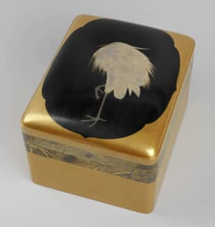 The curated items, including this ornate lacquer cosmetics box by Shirayama Shosai, will be displayed at Buckingham Palace in 2022.  | COURTESY OF THE ROYAL COLLECTION TRUST / COPYRIGHT HER MAJESTY QUEEN ELIZABETH II / VIA KYODO