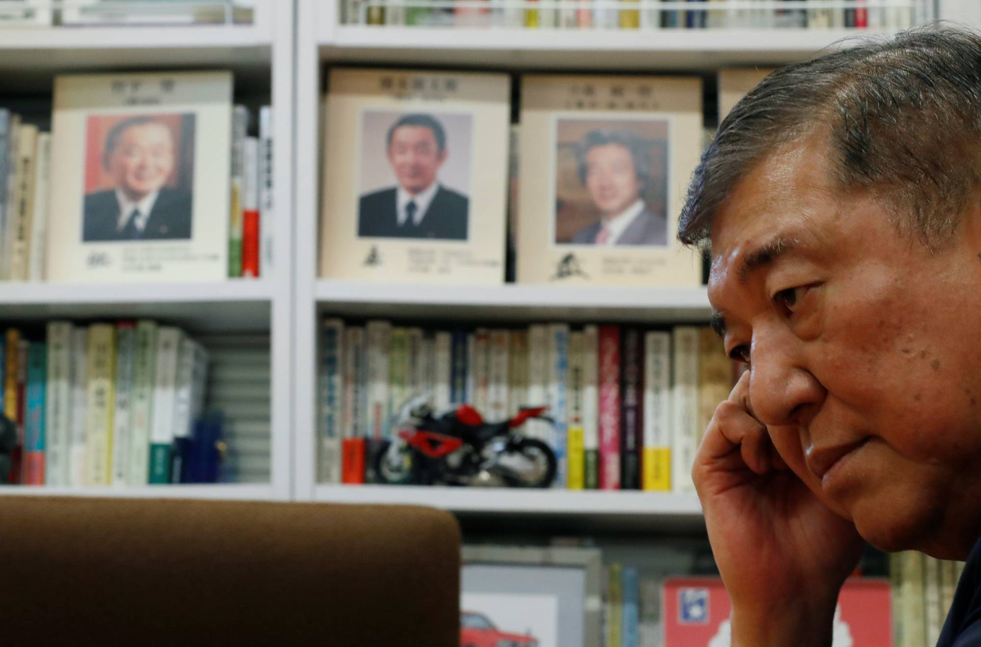After leaving the Abe Cabinet, Shigeru Ishiba pivoted toward becoming the intraparty critic of Prime Minister Shinzo Abe. | REUTERS