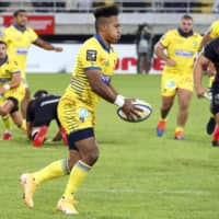 Clermont's Kotaro Matsushima competes during his team's game against Toulouse on Sunday in Clermont-Ferrand, France. | KYODO