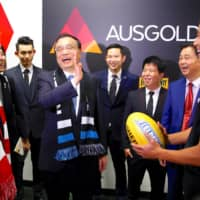 Then-Australian Prime Minister Malcolm Turnbull looks on as Chinese Premier Li Keqiang laughs with Port Adelaide player Chen Shaoliang (right), the Australian Rules football club's recruit from China, in 2017.  | REUTERS