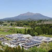 Shizen Energy Group began offering in May the Minimum Grid service, which is a solar power generation system that combines solar panels, storage batteries and an Energy Management System. | SHIZEN ENERGY GROUP