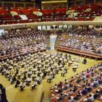 The Japan Sumo Association held a workshop on COVID-19 prevention measures at Ryugoku Kokugikan on Aug. 30 ahead of the the Autumn Grand Sumo Tournament starting this weekend. | JAPAN SUMO ASSOCIATION / VIA KYODO