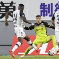 Grampus goalkeeper Mitch Langerak (right) made a quick return to training after recovering from COVID-19 in June. | KYODO