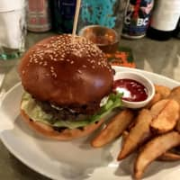 Beer Pub Camden East Side has flavorful burgers, a great selection of craft beers, a trendy atmosphere and is very conveniently located by Ikebukuro Station. | NEIL RIX