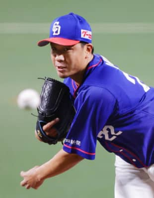 Dragons starter Yudai Ono pitches against the Giants on Sept. 8 in Nagoya. | KYODO