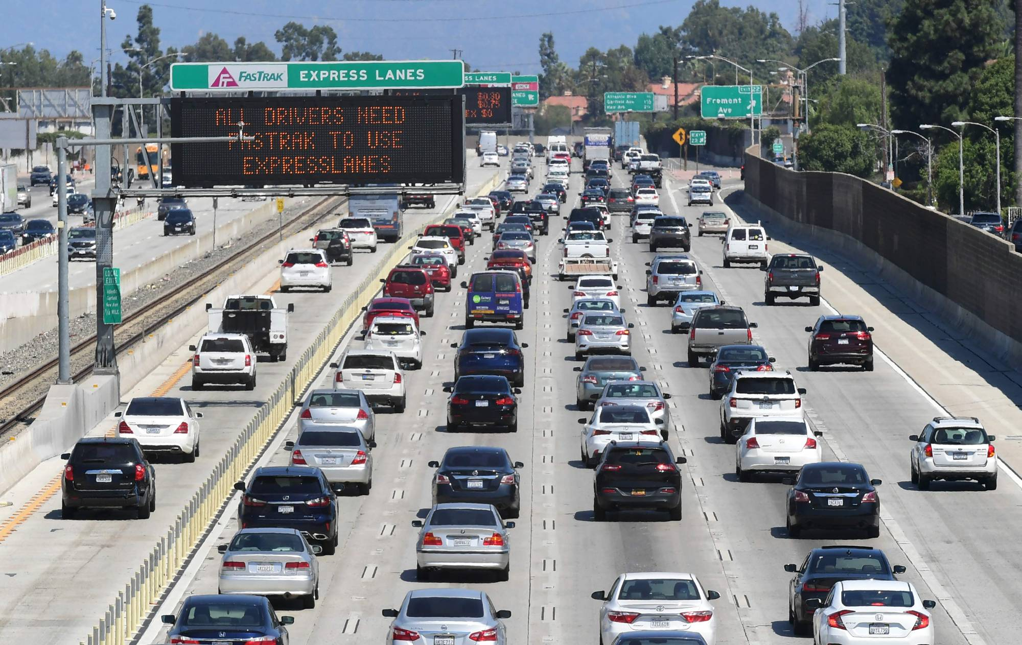 Traffic flows on the Interstate 10 freeway in Los Angeles. California Gov. Gavin Newsom on Wednesday ordered all passenger vehicles sold in the state to be zero emissions by 2035 to fight climate change and smog. | AFP-JIJI