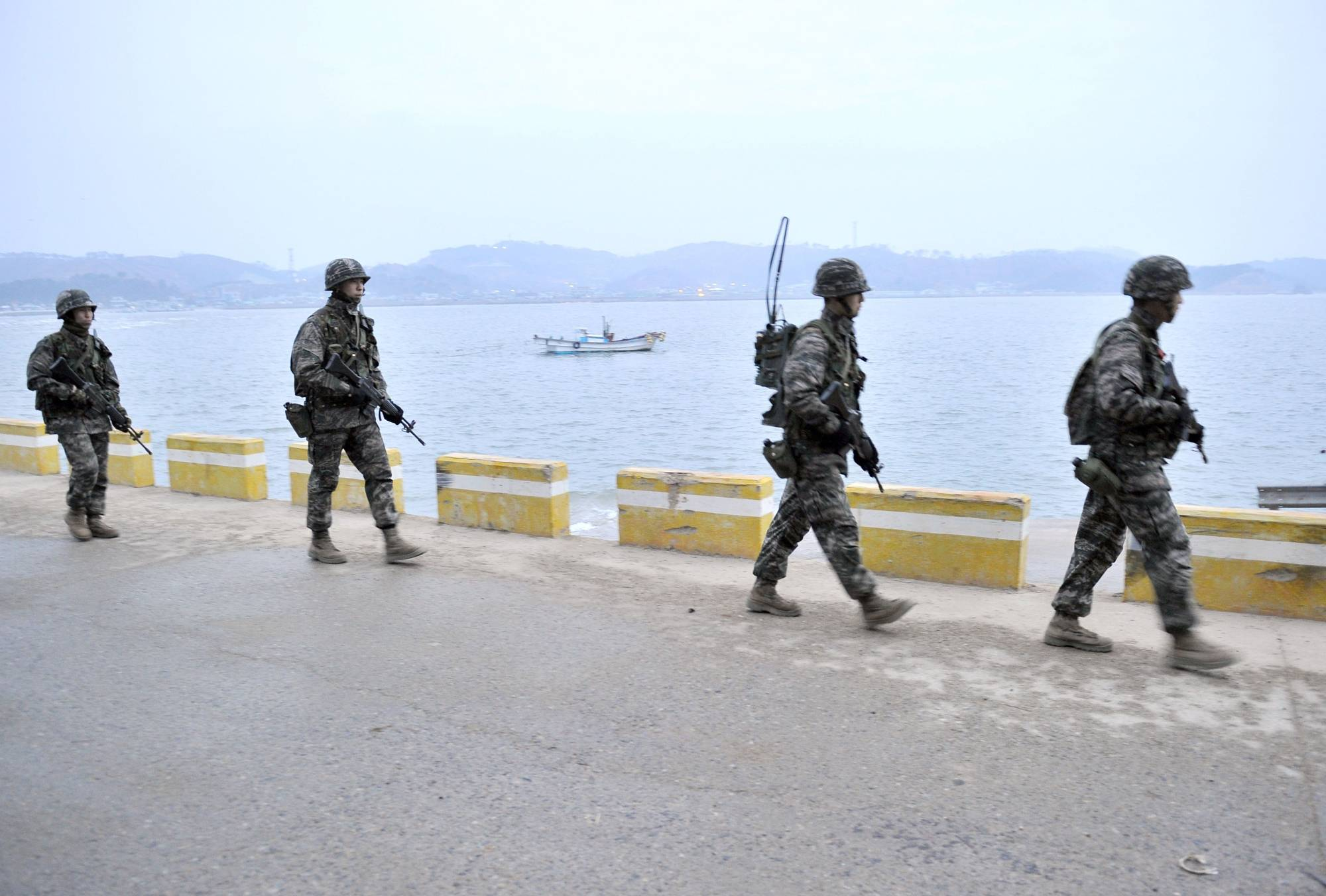 South Korean soldiers patrol the South Korea-controlled island of Yeonpyeong near disputed waters of the Yellow Sea in 2013. | AFP-JIJI