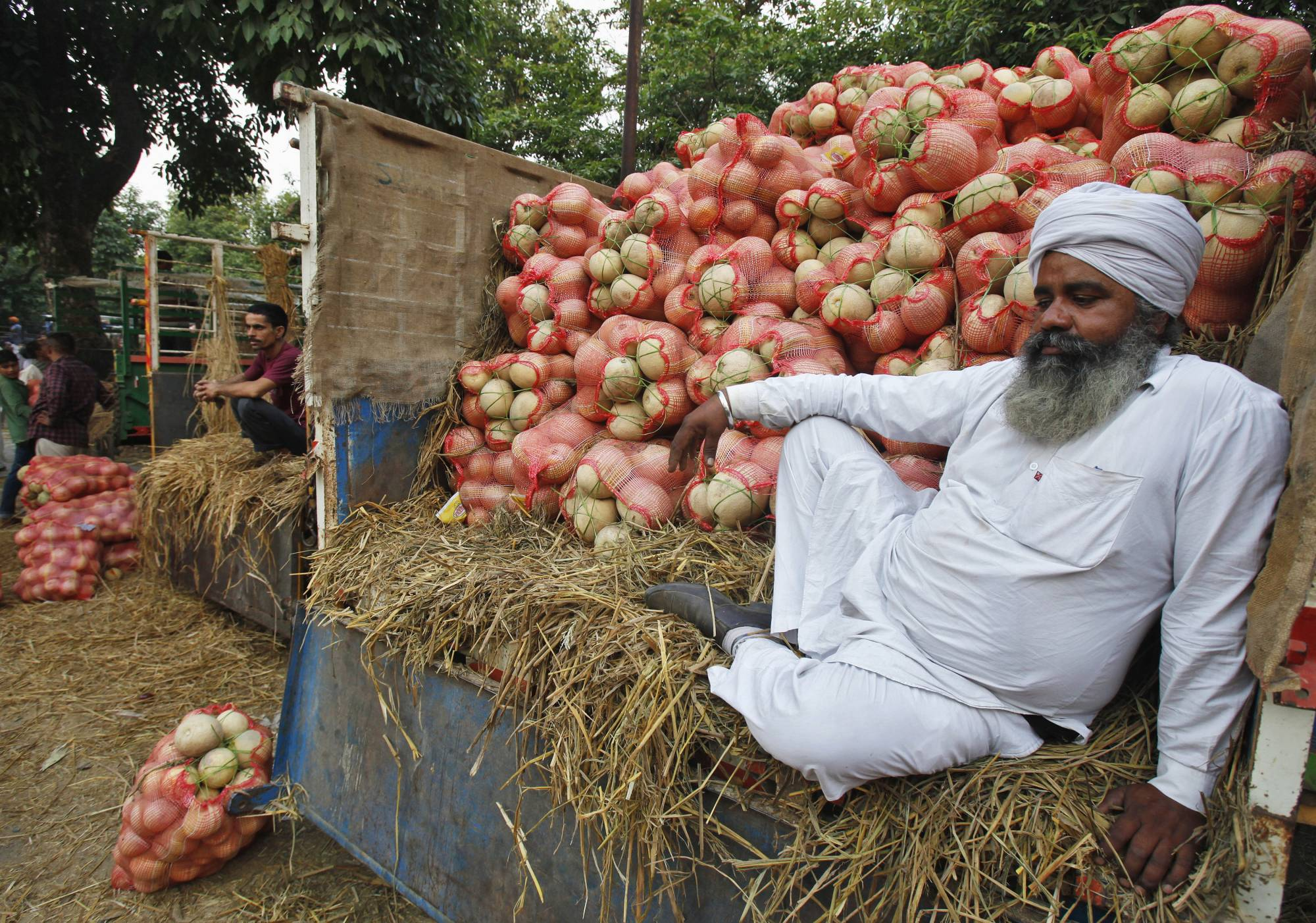 Indian farmers' biggest fear from deregulation is losing their most important bargaining chip: minimum prices guaranteed by the state.   REUTERS