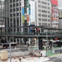 A pedestrian overpass linking Tokyo's JR Shibuya Station and the Shibuya Fukuras commercial complex opens on Saturday. The overpass was built as part of a project to redevelop the Shibuya area. | KYODO